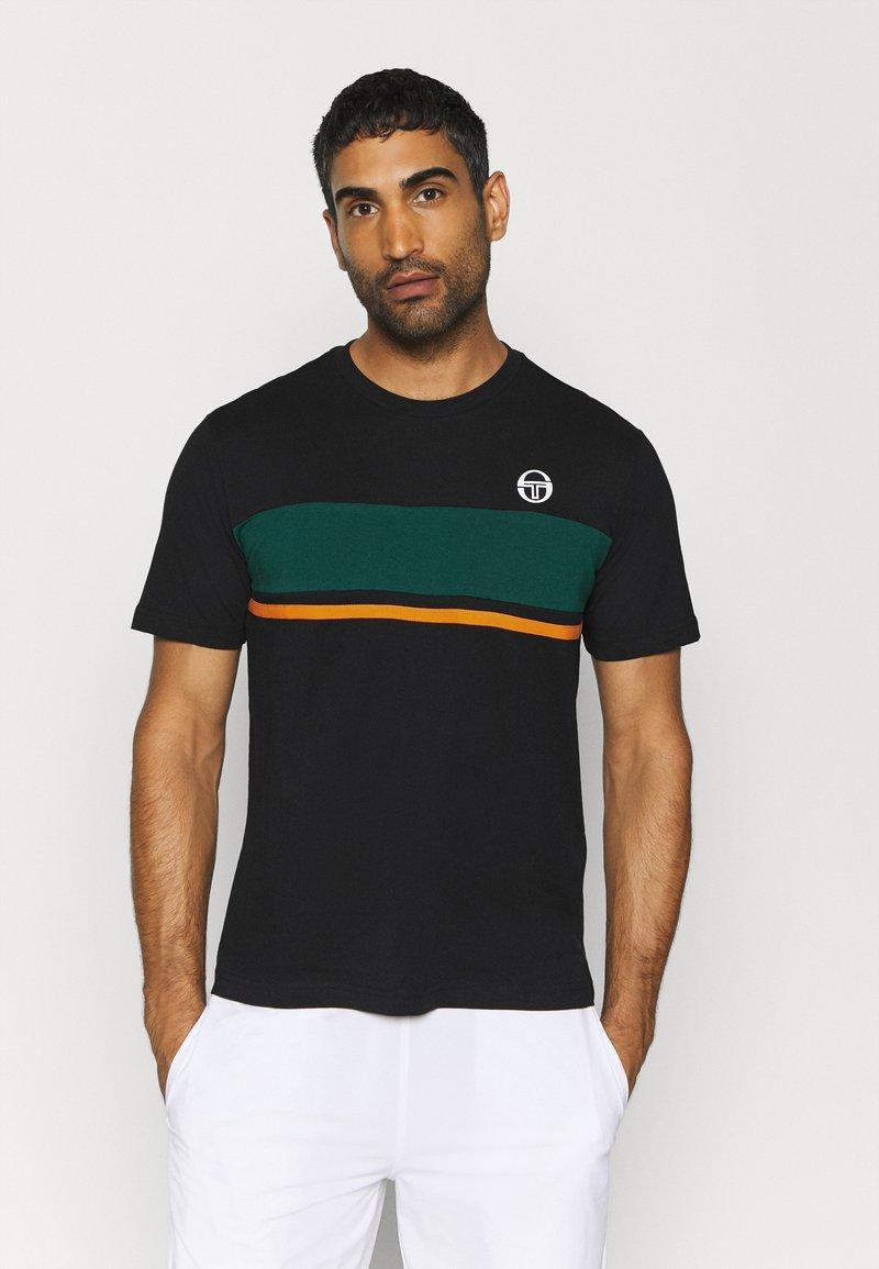 sergio tacchini - FELUGA - Print T-shirt - black/botanical