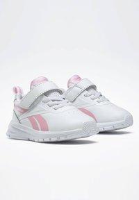 Reebok - REEBOK RUSH RUNNER 3 SHOES - Sneakersy niskie - white - 2