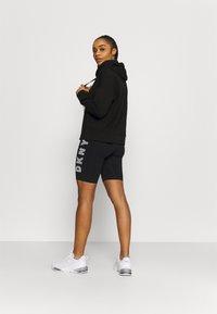 DKNY - TRACK LOGO BIKE SHORT - Collants - black/white - 2