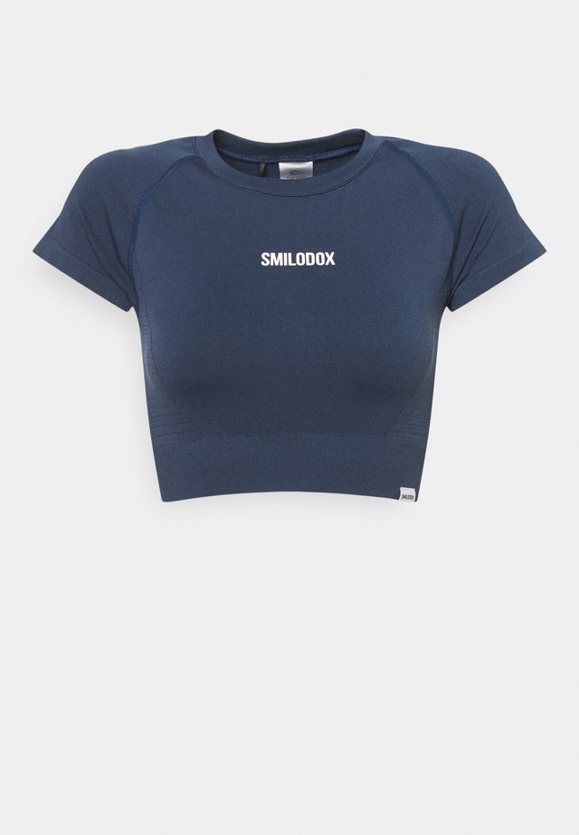 SEAMLESS CROPPED  - Print T-shirt - blau