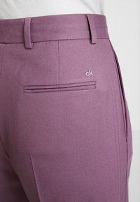 Calvin Klein - FINE CIGARETTE PANT - Trousers - purple - 6
