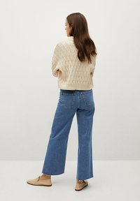 Mango - CATHERIN - Flared Jeans - middenblauw - 2