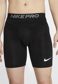 Nike Performance - Korte sportsbukser - black/white - 3