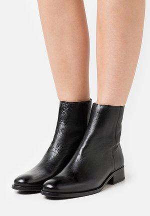 AYLIN - Kotníkové boty - black
