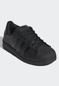 adidas Originals - SUPERSTAR SHOES - Sneakers laag - black - 2