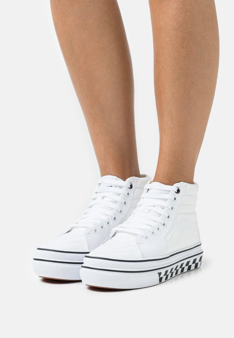 Vans - SUPER COMFYCUSH SK8 - High-top trainers - true white/black