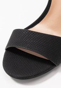 Call it Spring - DELLMAR VEGAN - Korolliset sandaalit - black - 2