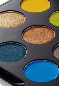 MAC - ART LIBRARY - Eyeshadow palette - it's designer - 11