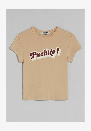 C TANGANA - T-shirt z nadrukiem - camel