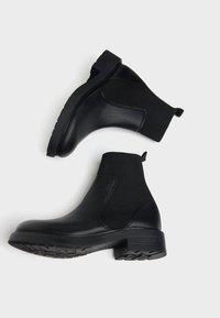 Bershka - MIT SOCK - Kotníkové boty - black - 2