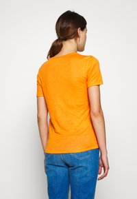 CLOSED - WOMEN - Basic T-shirt - mango - 2