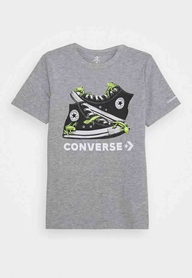 BIO CHUCKS TEE - Print T-shirt - dark grey heather