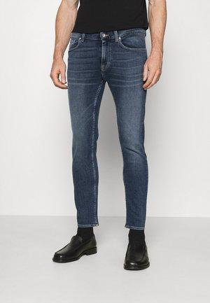 LEON - Jeansy Slim Fit - medium blue