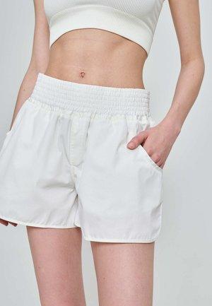 RUN - Shorts - weiß