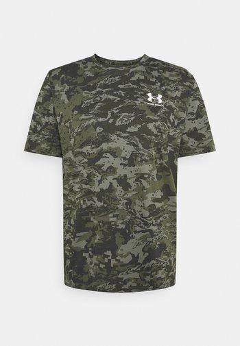 CAMO - T-shirts med print - baroque green
