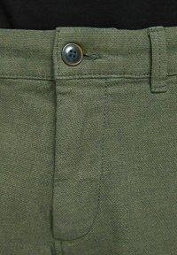 Jack & Jones - Shorts - deep lichen green - 5