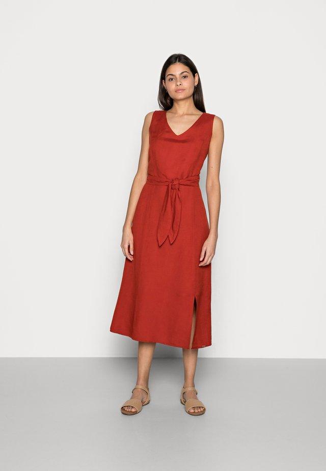 DRESS A-SAHPE LINEN MIDI - Sukienka letnia - rooibos orange