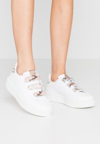 Victoria Shoes - Trainers - nude - 0