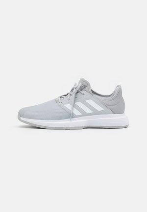 GAMECOURT CLOUDFOAM - All court tennisskor - grey two/footwear white/silver metallic