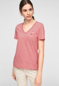 s.Oliver - MIT PRINT-DETAIL - Print T-shirt - true red stripes - 5