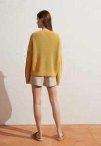 OYSHO - Jumper - yellow - 4