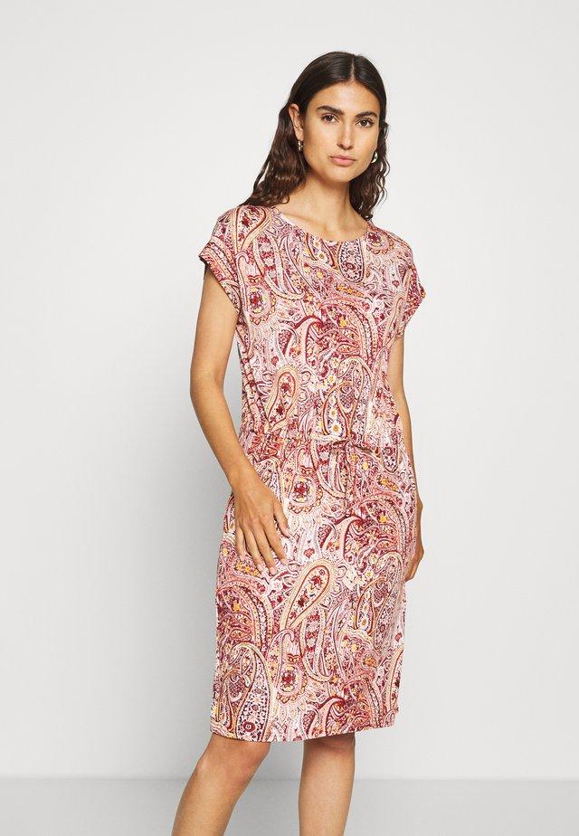 MARICA - Žerzejové šaty - syrah