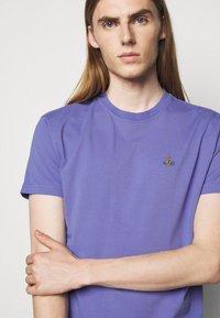 Vivienne Westwood - CLASSIC UNISEX - Basic T-shirt - lilac blue - 3