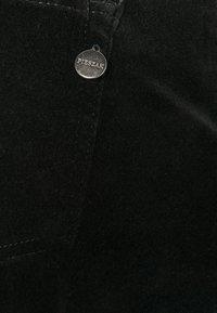 Pieszak - JENORA - Flared Jeans - black - 2
