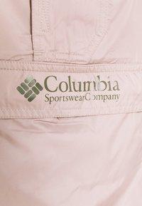 Columbia - CHALLENGER™  - Cortaviento - mauve vapor/stone green - 8