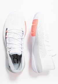 Under Armour - SC 3ZER0 III - Basketbalové boty - white/mod gray - 1