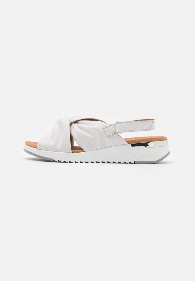 WOMS  - Sandały na koturnie - white