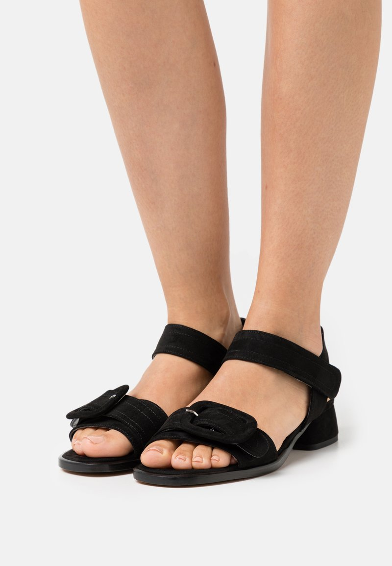 MIREIA PLAYÀ - VEGAN JANET - Sandaalit nilkkaremmillä - black