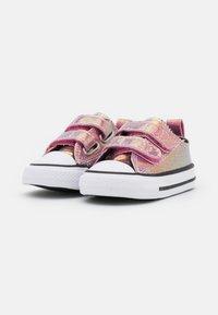 Converse - CHUCK TAYLOR ALL STAR GLITTER - Sneakers basse - white/black/magic flamingo - 1