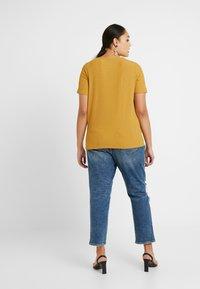 ONLY Carmakoma - CARHELENE - Camiseta básica - harvest gold - 2