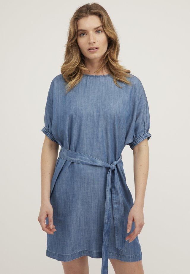 CHAMBRAY - Denim dress - blue