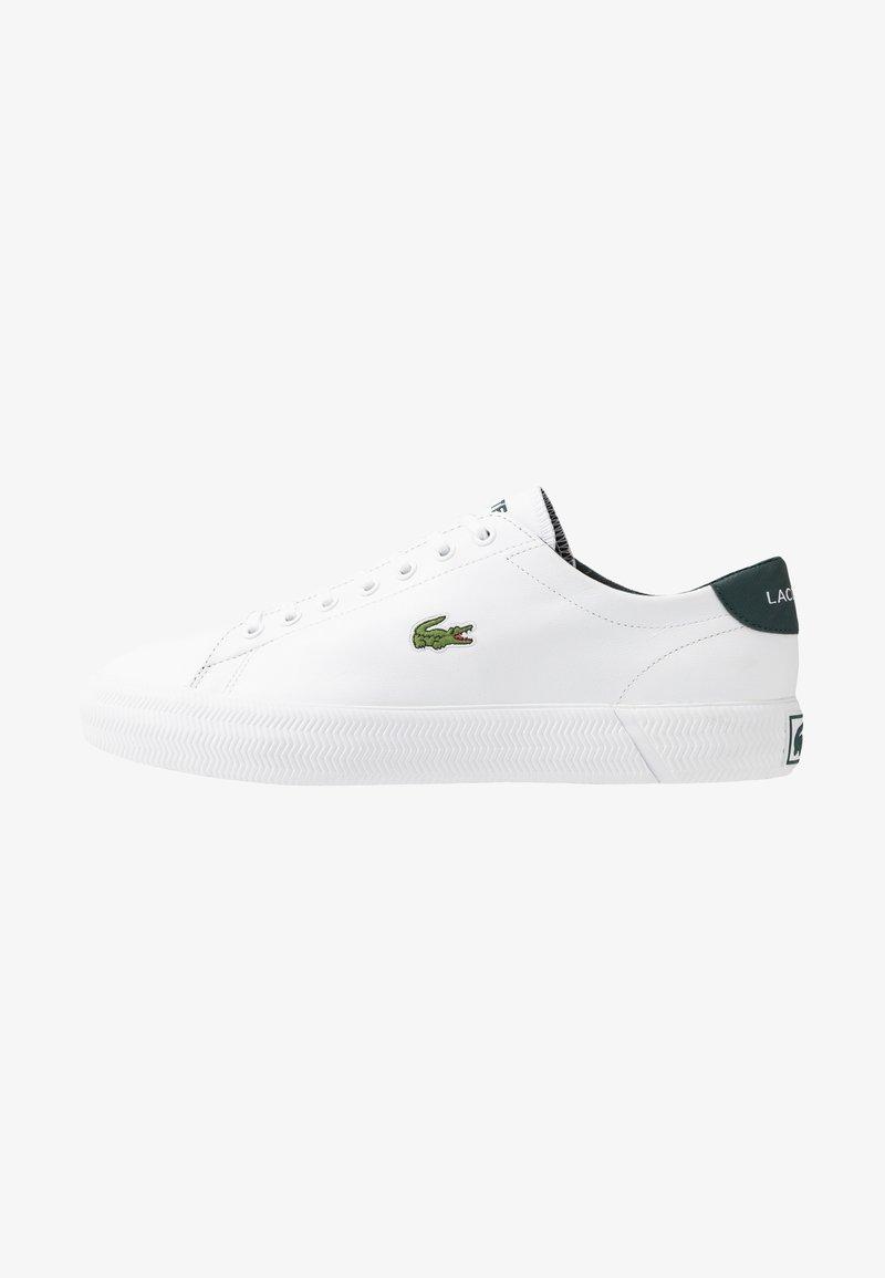 Lacoste - GRIPSHOT - Sneakersy niskie - white/dark green