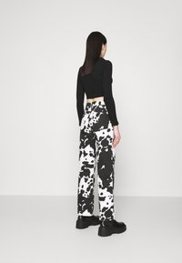 Topshop - COW PRINT RUNWAY - Relaxed fit jeans - black/white - 2