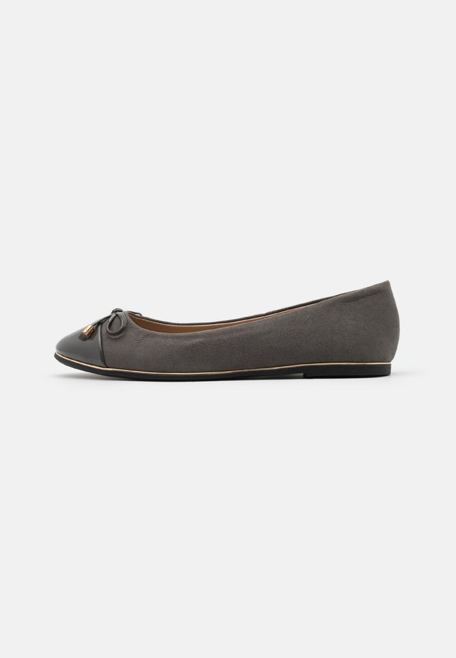 WIDE FIT PINE RAND TOE CAP - Ballet pumps - dark grey