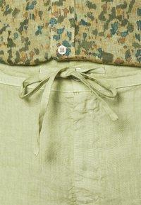 120% Lino - TROUSERS - Kalhoty - olive - 5
