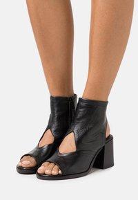 MJUS - SUA - Ankle cuff sandals - nero - 0