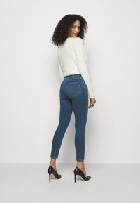 J Brand - DARTED HIGH RISE CROP - Jeans Skinny Fit - moxie - 2