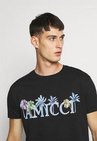 AMICCI - FLORENCE - Print T-shirt - black - 4