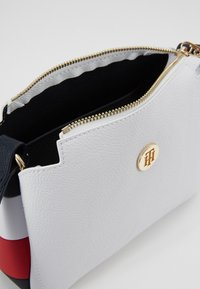 Tommy Hilfiger - Across body bag - white - 5