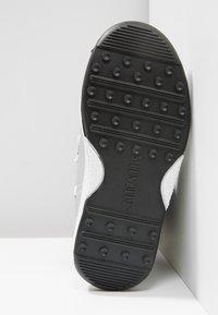 Moon Boot - UNIVERSE - Snowboot/Winterstiefel - silver/black - 5