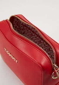 Tommy Hilfiger - ICONIC CAMERA BAG - Across body bag - red - 4