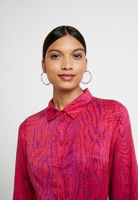 Fabienne Chapot - HAYLEY TIPSY DRESS - Blusenkleid - deep fuchsia/purple - 3