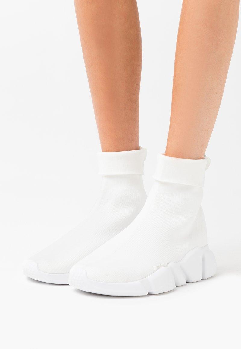 NA-KD - TURBO  - High-top trainers - white