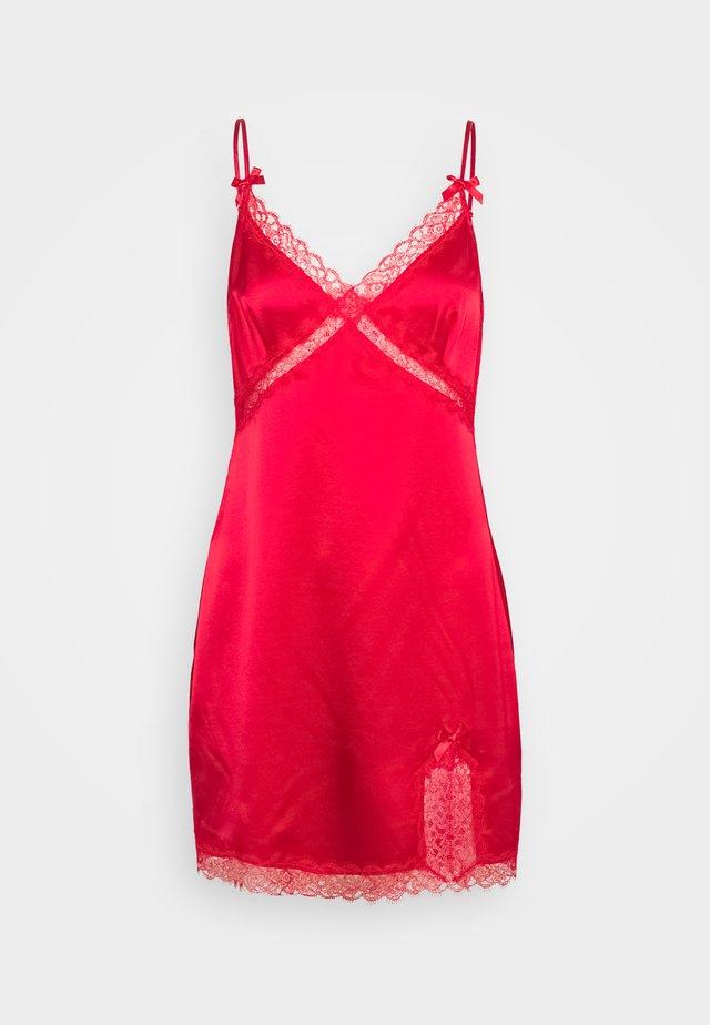 GISELE SLIP - Camicia da notte - red