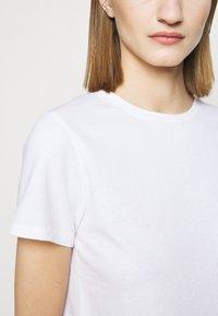 CLOSED - Basic T-shirt - ivory - 5
