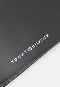 Tommy Hilfiger - FLAP AND COIN - Lompakko - black - 5